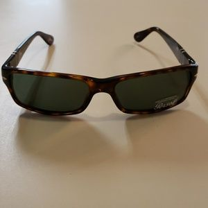 NWT Persol 2747 57mm Havana sunglasses